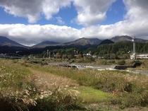日光連山と大谷川