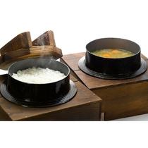 朝食ビュッフェ:炊きたての魚沼産コシヒカリ