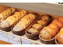 焼きたてパン各種