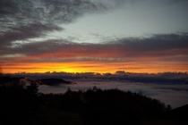 峰の原高原サンセットテラスからの夕日と雲海風景