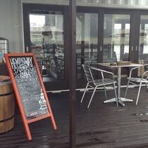 マリーナ敷地内のカフェ