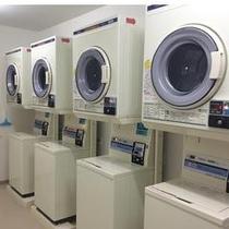 コインランドリー(洗濯機1回¥200、乾燥機30分¥100)
