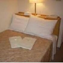 シングルルーム(客室例)2名様利用 ※広さ:12.25㎡ ベッドサイズ:123㎝×195㎝