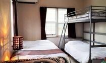 二段ベッドとセミダブルのお部屋