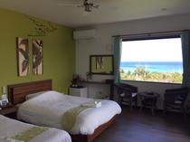 (客室Forest)お部屋入ってすぐに海の景色