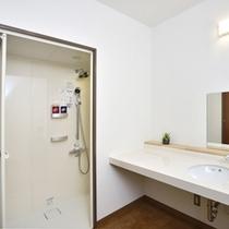 【エチケットルーム】シャワーブースもございます。