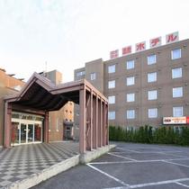 【外観】ようこそ≪ぽかぽか温泉ホテル≫へ!
