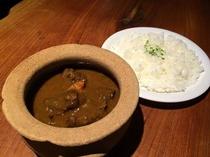 猟師サンボの鹿肉ゴロゴロカレー。料理一例。
