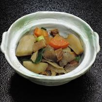 *【夕食】女将が長年培った味付けで自慢の野菜を筑前煮にしました!