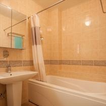 アメリカンサイズのゆったりしたバスルーム