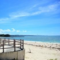 屋嘉ビーチ、青い海が広がります