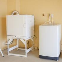 1Fガレージ内に設置の専用洗濯機&乾燥機