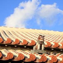 ホテルから150m ピザが有名な喫茶花人逢(かじんほう) 屋根のシーサー