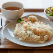 ピラフセット(サラダ・スープ・漬物・デザート付き)(水休/予約制)