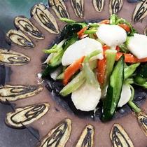 *夕食一例/陶芸家の器に盛りつけられたお料理は、目でも味わっていただけます!
