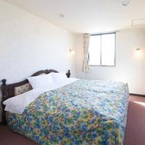 【ダブル一例】清潔感のある広めの室内で2名様のお泊りに!