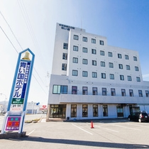 【ホテル外観】愛南町の中心部に立地するビジネスホテル