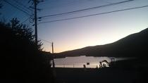 白樺湖の朝は素晴らしい1日を予感させます。湖畔に佇む当館ならではの魅力です!