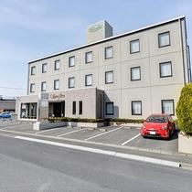 *【外観】東北最大の都市、仙台市と三陸を結ぶ登米市のビジネスホテル。
