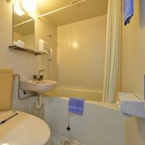 *【部屋/ユニットバス】清潔感溢れるバスルームで、一日の疲れをゆっくり癒してください。
