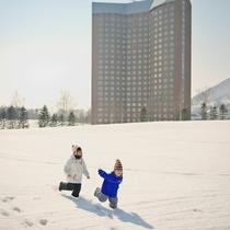 雪と笑顔、冬の休日