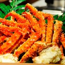 夕食ブッフェ/蟹も食べ放題です。