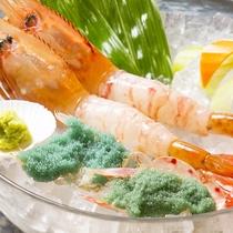 *料理一例(ぼたん蝦刺身2尾)