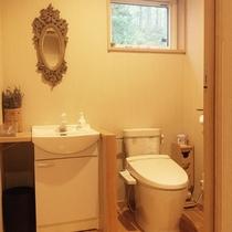 トイレは広々です♪