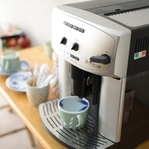 コーヒーメーカー:ご自由にお飲みくださいませ。