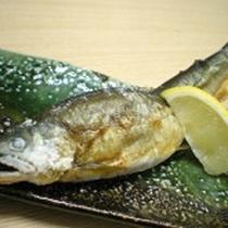 *シラウオ(正式にはシロウオ)や鮎など気仙川の豊かな川の幸を楽しむ事ができます。