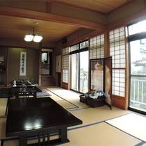 *館内一例/お食事はこちらの広間でご用意致します。