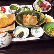 *夕食一例/季節や仕入れ状況によりますが、親戚の漁師から届いた旬の鮮魚をお出しすることも!