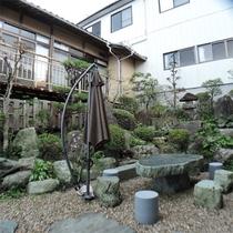 *中庭/晴れた日はここでくつろぐお客様も♪のどかな時間が流れるお庭です。