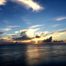 *周辺一例/地平線まで見渡せる海は、1日で様々な表情を見せます。