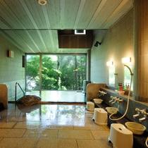 【男性風呂】開放感のある広い窓