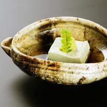 【華・爛・絢・他】先付一例 ごま豆腐