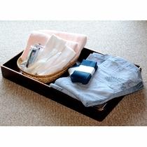 お部屋に、タオルや浴衣をご用意しています。