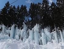 福地温泉の結氷『青だる』(1月撮影)