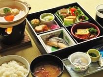 【朝食一例】一関産米をはじめ、地元の食材をふんだんに使用しております。