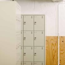 ダイヤルロック式のロッカーを客室フロアにご用意しております。