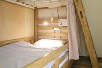 ベッド/2段ベッドのうちの1台