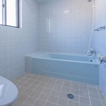 4階メゾネット 青で統一されたバスルーム