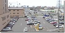 平面駐車場71台分。(1泊¥500)チェックアウト後17時まで駐車可能!