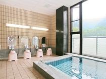 カルシウム・ナトリウム硫酸塩泉 24時間入浴可 大きな窓です