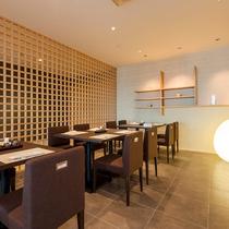 【しのぶの里】格子が広がる和のスペース 日本料理しのぶの里