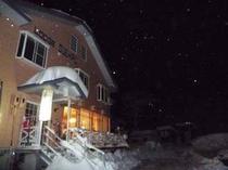 ロッジ 早朝 冬