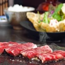 *富士山の溶岩で焼く?特選和牛ステーキ