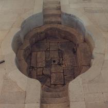 華清池にある楊貴妃風呂の遺跡写真