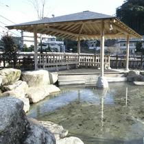 湯本温泉の河川公園足湯