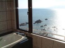 オーシャンスィートの浴室